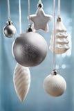 Bläuliche Weihnachtsverzierungen Lizenzfreie Stockfotografie