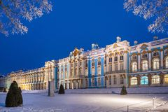 Blå afton nära Catherine Palace royaltyfria foton