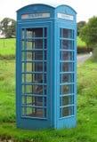 Blå ask för offentlig telefon för UK - Kiost inga 6 Royaltyfria Foton