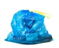 Blå avskrädepåse med avfall royaltyfria bilder