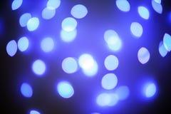 Blå bakgrund för bokeh för natt för nytt år för julljus defocused royaltyfri foto