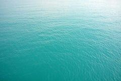 Blå bakgrund för havsvattenfärg Arkivfoto