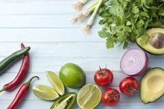 Blå bakgrund för mexicanska grönsaker royaltyfria bilder