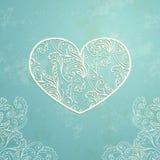 Blå bakgrund för tappning med gammal pappers- textur och abstrakt dekorativ spets- hjärta Royaltyfri Fotografi
