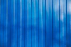 Blå bakgrund för textur för metallsidingvägg royaltyfri foto