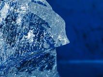 Blå bakgrund med fryste luftbubblor arkivfoto