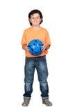 blå barnfotboll för förtjusande boll Arkivbild