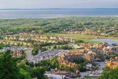 Blå bergby Ontario arkivfoto