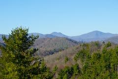 blå bergkant arkivfoto