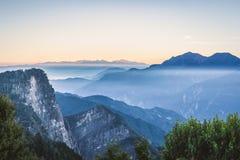 Blå bergskedja av det Zhushan berget Royaltyfria Foton