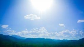 blå bergsky Royaltyfria Foton