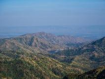 blå bergsky härligt naturligt Arkivbilder
