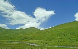 blå bergsky under Royaltyfri Fotografi