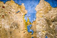 Blå betongvägggrungetextur med sprickor Arkivbild