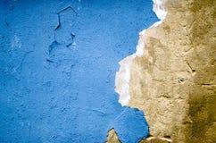 Blå betongvägggrungetextur med sprickor Royaltyfri Foto