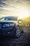 blå bilfamilj Arkivfoto