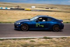 blå bilrace Arkivfoto