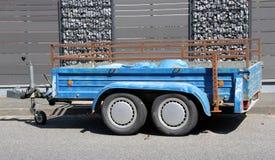 Blå bilsläp Royaltyfri Foto
