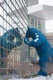 Blå björn på Denver Convention Center Royaltyfria Bilder