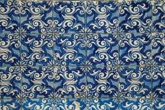 Blå blom- modell som hand-målas i barock stil på keramiska tegelplattor royaltyfri foto