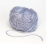 Blå boll av ull- garn Royaltyfri Bild