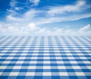 Blå borddukbackgound med himmel Royaltyfri Foto