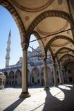 blå borggårdistanbul moské Arkivbilder