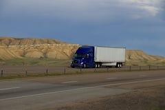 Blå BORTTAGEN Halv-lastbil TECKNING Arkivbild