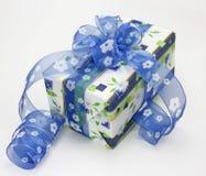 blå bowgåva Arkivfoto