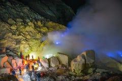 Blå brand, Kawah Ijen vulkan Royaltyfri Fotografi