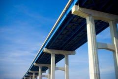 blå bro Arkivbild