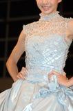 blå brudklänning Arkivfoto