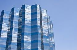 blå byggnad clouds white Royaltyfria Bilder