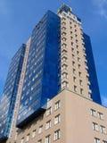 blå byggnad för lägenhet arkivfoto