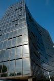 blå byggnadsexponeringsglassky Royaltyfria Bilder