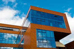 blå byggnadskontorssky Royaltyfri Bild