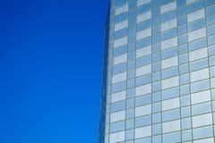 blå byggnadskontorssky Arkivfoto