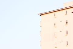 blå byggnadssky Arkivfoto