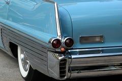 blå cadillac för 50-tal classic Arkivbild