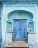 blå dörröppning royaltyfri foto