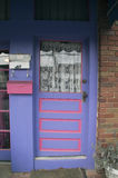 blå dörr Arkivbild