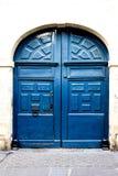 Blå dörr i Paris Frankrike Arkivbilder