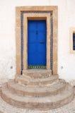 Blå dörr i Rabat arkivfoto