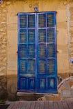 Blå dörr i Spanien arkivfoto