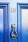 Blå dörr - nummer 10 Arkivbilder
