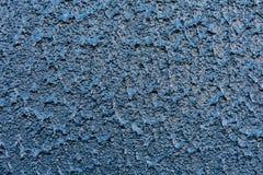 Blå dammbyggnad för chips för Grey Painted Background Abstract Stone väggzoom Royaltyfri Foto