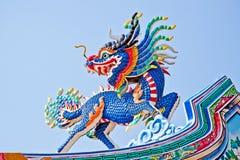 blå drakeskulptursky Arkivfoto
