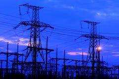 blå elektrisk överföring för sky för elektricitetsströmpylon Royaltyfri Bild