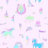 Blå enhörning på rosa bakgrund med moln, regnbågar och blommor Fotografering för Bildbyråer