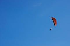 blå extrem sport för flygparamotorsky royaltyfri fotografi